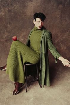 Men in Dresses Queer Fashion, New Mens Fashion, Urban Fashion, Ezra Miller, Androgynous Men, Men Wearing Dresses, Pose, Nureyev, Aesthetic People