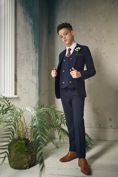 Shop boys navy double breasted suit 'Jefferson' at Roco. Boys wedding navy suit with free UK delivery & 30 day returns. Boys Navy Suit, Boys Suits, Double Breasted Waistcoat, Navy Fabric, Autumnal, Little Man, Beautiful Boys, Paisley, Contrast