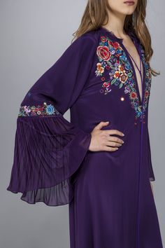 Long-sleeve pleated maxi dress, with tassel on the neckline and shawl style embroidery, in crepe de chine. <br>Made in Italy<br>The model's measurements are:<br> Height 173cm, Bust 84cm, Waist 60cm, Hips 85cm which generally refers to a size 40