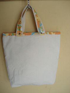 https://flic.kr/p/bo92zP   Tote Bag - Bolsa 0003 - B   Costas da bolsa. Tote bag confeccionada em Lona e forrada com tecido 100% algodão . Pintada .  Medidas: 231x31x8 cm