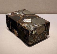 Ogata Korin writing box. 水葵蒔絵螺鈿硯箱》尾形光琳作 MOA美術館蔵. インターネットミュージアム