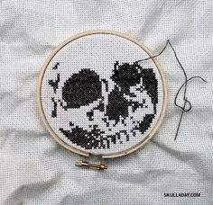 *LOVE IT!* Now THIS is my kind of x-stitch! x-stitch skull from skull-a-day
