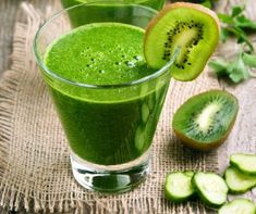 Kiwi and cucumber smoothie by Kiwi and cucumber smoothie on rustic table Kiwi Smoothie, Healthy Smoothies, Healthy Drinks, Smoothie Recipes, Yummy Drinks, Healthy Eating, Cucumber Water Benefits, Cucumber Detox Water, Easy Healthy Recipes