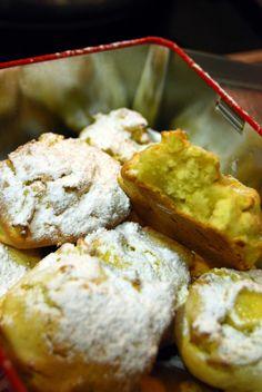 Sumário : Nuvens de maçã   Para aproveitar as maças que teimam em envelhecer na fruteira.  Fofas e irregulares...       80 g de açúcar   2...