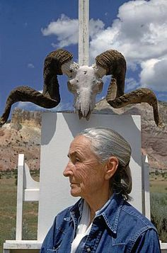 Georgia O'Keeffe, Ghost Ranch, New Mexico by Arnold Newman Famous Artists, Great Artists, Artist Art, Artist At Work, Georgia O'keeffe, Photo Portrait, Baba Yaga, Art Moderne, American Artists