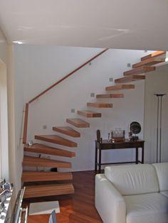 http://www.trappenkopen.nl/uploads/0000/5510/houten_treden_zwevende_trap_detail_large.jpg
