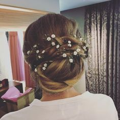 A soft hair up for the beautiful @xsamanthx with Gyp flowers to finish ������ #bridesmaidhair #bridesmaids #bridesmaid http://gelinshop.com/ipost/1523540379658562693/?code=BUks-c6gyyF