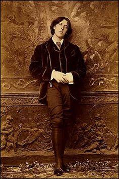 .Photograph of Oscar Wilde in 1882 by Napoleon Sarony.