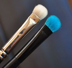 Wet n Wild Eyeshadow Brush  - a dupe for MAC  239 brush!