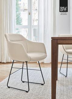 Modell Cara - Ein Stuhl designed in 2019 von Bielefelder Werkstätten haben wir in unserer Ausstellung in Bad Aussee. Passend zu unserer Dining Couch haben wir diesen zierlichen und äußerst bequemen Stuhl in frischen Grün präsentiert. Home Modern, Home Design, Eames, Designer, Couch, Furniture, Chair, Home Decor, Ad Home
