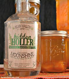 Peach Pie Moonshine, the perfect mason jar gift for the most important people in your life who need who need a stiff drink. Peach Pie Moonshine, Homemade Moonshine, Homemade Wine, Vodka And Pineapple Juice, Vodka Lime, Infused Vodka, Lime Juice, Mason Jar Drinks, Bar Drinks