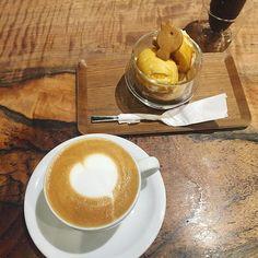カフェラテと鳥さんがついたアフォガードでまったり。 #cafe #unir  #ウニール