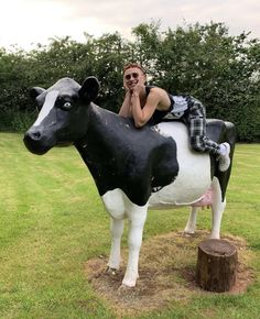 Olly Alexander, Sweet Guys, Cow, Singer, Christian, Animals, Animales, Animaux, Singers