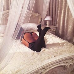 Бэк со вчерашнего сета #снятонателефон #безфильтра Скоро новое видео #plus_size_model #juliya_lavrova #swag #booty #stockings