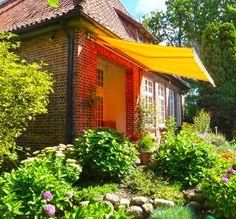 #garten #markise #haus #blumenpracht Mit unseren Produkten werden Gartenträume wahr.