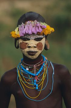 """Surma and Mursi body art Omo Valley, East Africa Photo by Hans Silvester from the book """"Natural Fashion: Tribal Decoration from Africa"""" Cara Tribal, Tribal Face, African Tribes, African Art, African Style, Fotojournalismus, Tribal People, Mursi Tribe, Jolie Photo"""