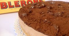 Toblerone Cake!!! Perfect for Christmas..or any time!:)  http://www.conextradequeso.com/2013/12/02/tarta-de-toblerone/