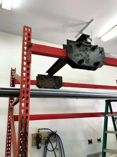 Workshop Ideas, Garage Workshop, Gantry Crane, Cross Beam, I Beam, Welding Table, Automotive Decor, Pallet Shelves, Lift Heavy