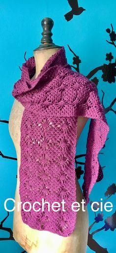 Grande écharpe violette - Un grand marché Rose Fushia, Violet, Crochet, Fashion, Thank You For Gift, Long Scarf, Art Crafts, Chrochet, Moda
