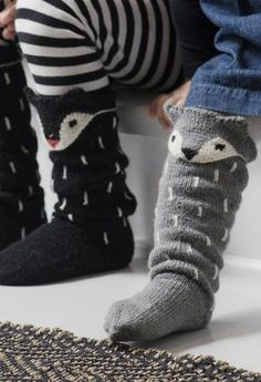 Knitting socks fox New ideas Knitting For Kids, Knitting Socks, Knitting Projects, Baby Knitting, Crochet Projects, Lace Patterns, Knitting Patterns, Fox Socks, Woolen Socks