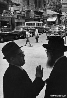 Israel 1972 (by Marc Riboud) Marc Riboud, Long Pictures, Robert Frank, Become A Photographer, North Vietnam, Moving To Paris, French Photographers, Man Ray, Tel Aviv