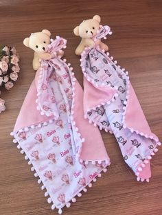 and baby dress Mom And Baby Dresses, Baby Bibs Patterns, Baby Security Blanket, Diy Bebe, Bib Pattern, Baby Sewing Projects, Baby Crafts, Baby Quilts, Baby Toys