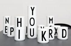 Arne Jacobsen Buchstabentassen von Design Letters