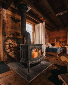 Tiny House Cabin, Log Cabin Homes, Tiny Houses, Bbq Shed, Cabin Interiors, Cabins And Cottages, Home Room Design, Cozy Cabin, Cabins In The Woods