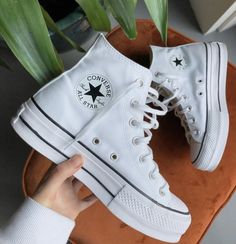 Mode Converse, Converse Haute, Sneakers Mode, Outfits With Converse, Sneakers Fashion, Fashion Shoes, High Top Sneakers, Shoes Sneakers, Converse Shoes Outfit