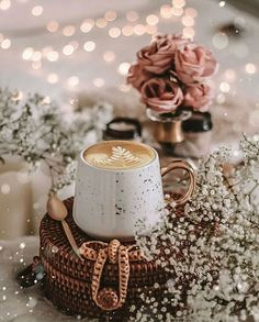 Good Morning Coffee Gif, Coffee Break, Coffee Time, Coffee Photos, Coffee Pictures, Cozy Aesthetic, Flower Aesthetic, Coffee And Books, Coffee Art
