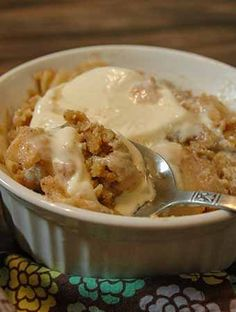 This quick and easy apple crisp recipe is delicous! Lemon undertones balanced with cinnamon and sugar make this apple crisp a favorite fall dessert! Apple Crisp Topping, Apple Crisp Easy, Apple Crisp Recipes, Recipe For Raspberry Filling, Fall Desserts, Dessert Recipes, Peach Crisp, Lemon, Cinnamon