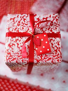 Red & White Gift Wrapping