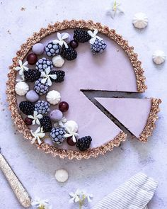 açaí and blackberry tart - Vegan Desserts, Delicious Desserts, Yummy Food, Pretty Cakes, Beautiful Cakes, Tart Recipes, Baking Recipes, Vegan Tarts, Fruit Tart