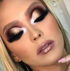 21 Bold Blue Makeup Looks Eye Candy Makeup, Smokey Eye Makeup, Eyeshadow Makeup, Sexy Makeup, Glam Makeup, Beauty Makeup, Makeup Trends, Makeup Tips, Makeup Ideas