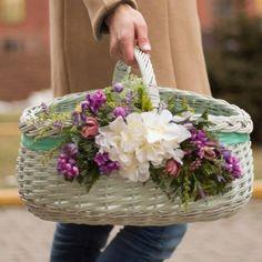 Handmade Decorations, Table Decorations, Deco Floral, Vintage Vases, Easter Baskets, Homemade Gifts, Hdr, Tablescapes, Flower Arrangements
