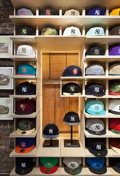 UP : A Hat Store Designed with Architecture that Adapts Daily