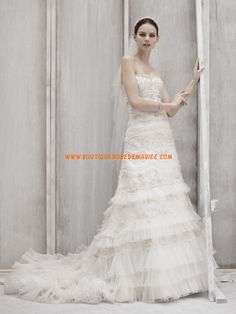 Robe de mariée moderne en tulle ornée de broderie