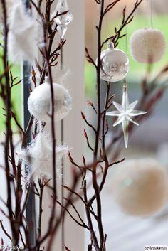 joulu,joulukoti,ideat koristeluun,joulukoristeet,oksa,oksat sisustuksessa