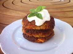 Looking for a traditional Greek kolokithokeftedes (zucchini/ courgette balls) recipe? Find out how to make this Cretan fried feta and courgette delight the authentic . Zucchini Patties, Zucchini Fries, Greek Meze, Feta Cheese Recipes, Vegetable Recipes, Greek Appetizers, Amazing Burger, Greek Yogurt Recipes, Greek Dishes