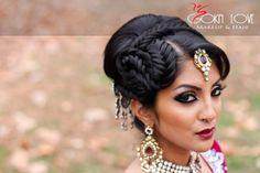 Wedding Gift Etiquette for an Indian Wedding - Shaadi Bazaar Mehndi Hairstyles, Indian Bridal Hairstyles, Funky Hairstyles, Wedding Hairstyles, Latest Hairstyles, Asian Bridal Hair, Bridal Updo, Wedding Updo, Bridal Makeup