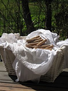 country=hanging clothes out to dry Laundry Drying, Doing Laundry, Laundry Basket, Wood Deck Railing, Raindrops And Roses, Estilo Shabby Chic, Linens And Lace, Fresh And Clean, Country Life