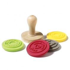 These 4 bilingual reversible silicone cookie stamps are fun to have in your kitchen while baking cookies. Seal each cookie with a stamp to add a personal touch. The Colour Of Spring, Biscuits, Tampons, No Bake Cookies, Easter Gift, Measuring Spoons, Food Preparation, Kitchen And Bath, Kitchen Tools