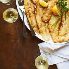Filets de turbot meunière | Ricardo Fish And Chips, Filet De Turbot, Chou Rave, Valeur Nutritive, Filets, Fish And Seafood, Nutrition, Baked Salmon, Seafood Recipes