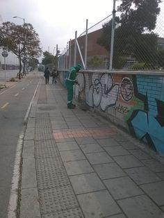Localidad Antonio Nariño  Así trabaja Aguas de Bogotá.  Aguas de Bogotá SA ESP la empresa del posconflicto, adelanta en este momento operativos de limpieza en las ciclorrutas NQS, Sena NQS, calle 17 sur con carrera 24 hasta la avenida caracas. Carrera, Sidewalk, Caracas, Cleaning, Street, Activities, Sidewalks, Pavement, Walkways
