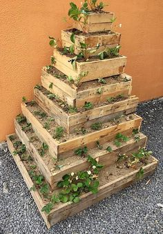 Outdoor Pallet Projects pallet planter plan - It is wise to fulfill the furniture need of the home with the wood pallets and if you are surprised to hear it that the. Wood Pallet Crafts, Wood Pallet Planters, Outdoor Pallet Projects, Wood Pallet Furniture, Pallet Wood, Diy Wood, Recycled Planters, Recycled Pallets, Wooden Pallets