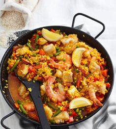 Paella recipe: the spanish original paella .- Paella-Rezept: das spanische Original Paella – Rezepte – [LIVING … Paella recipe: the Spanish original Paella – Recipes – [LIVING AT HOME] - Slow Cooker Recipes, Beef Recipes, Vegan Recipes, Cooking Recipes, Shrimp Recipes, Salmon Recipes, Lunch Recipes, Chorizo, Risotto