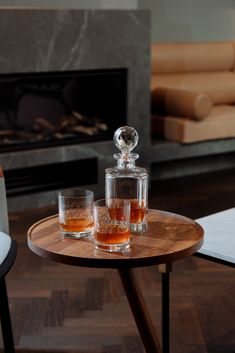 Rudolph collection   Handmade crystal glassware set (whiskey glass & carafe). Rückl Heritage. Whiskey Decanter, Carafe, Coffee Maker, Kitchen Appliances, Crystals, Tableware, Glass, Interior, Coffee Maker Machine