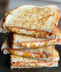 Italian Grilled Cheese http://www.recipes-fitness.com/italian-grilled-cheese/