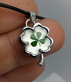 Real-Tiny-Dried-Green-Shamrock-in-Lucky-4-Leaf-Clover-Pendant-Necklace