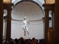 Florencia - Top 5 Museos  1) Galería de los Ufizzi Es uno de los principales lugares de interés de toda Italia y el museo renacentista más importante del mundo. Las obras de todos los artistas famosos del Renacimiento están en la Galería de los Uffizi.........